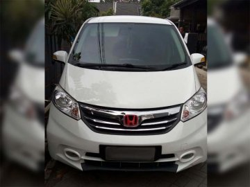 Honda Freed  Rent Car  Bandung