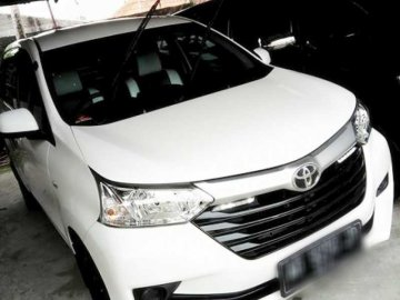 TOYOTA AVANSA E WHITE   Rent A Car  Solo