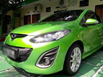 Mazda 2 SPORTY mewah  Rental Mobil  Solo