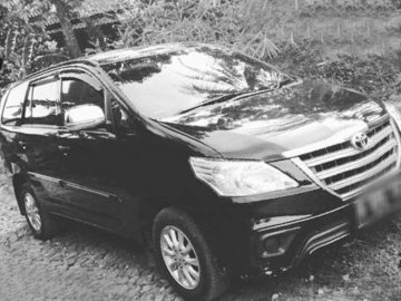 TOYOTA INNOVA E BLACK  Rent Car  Solo