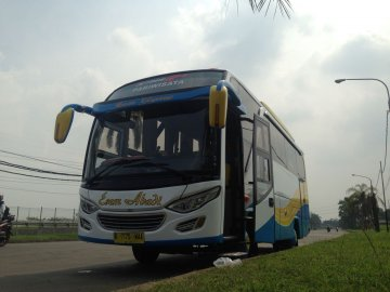 Medium Bus   Rent A Car  Jakarta